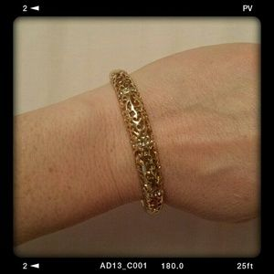 Jewelry - Filigree gold tone clasp bangle bracelet
